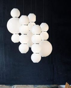 Formagenda PEARLS Lustre of 5, Version A, B, B, D, D. White Glass, Brass Chrome plated Rings / Detail, black fabric covered Cable. LED, warm white, dimmable, Height 36cm, Diameter 10 / 18 cm, Cable length up to 250 cm, over length on request. // Pearls Kronleuchter 5, Version A, B, B, D, D. Weisses Glas, verchromte Messing Ringe / Details, schwarzes Textilkabel, LED, warmweiss, dimmbar, Hoehe 36 cm, Durchmesser 10 / 18 cm, Kabellaenge bis zu 250 cm, Ueberlaenge auf Anfrage. Design Benjamin…