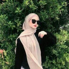 Modern Hijab Fashion, Street Hijab Fashion, Hijab Fashion Inspiration, Muslim Fashion, Ootd Fashion, Simple Hijab, Casual Hijab Outfit, Hijabi Girl, Girl Hijab