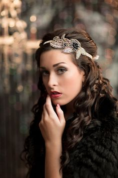 Stunning 1920s style Great Gatsby headband. Its hand beaded in a mix of champagne and silver seed beads with very dark navy (almost black) and