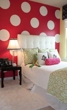 dots paint ideas for girls bedroom.  Not really liking these colors but love the idea
