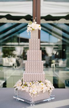 20 Unique Wedding Cake Shapes Contemporary Couples Should with regard to The Unique Wedding Cakes - Wedding Party Ideas Tall Wedding Cakes, Diy Wedding Cake, Elegant Wedding Cakes, Beautiful Wedding Cakes, Wedding Cake Designs, Wedding Desserts, Wedding Cake Toppers, Unique Weddings, Beautiful Cakes