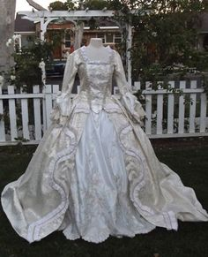 Cheap gothic lolita, Buy Quality halloween dress directly from China civil war Suppliers: 19 century Victorian Gothic Lolita/Civil War Southern Belle Ball Halloween dresses Sz US Victorian Costume, Victorian Gothic, Gothic Lolita, Victorian Fashion, Vintage Fashion, Madonna, Mtv, Vintage Gowns, Vintage Outfits