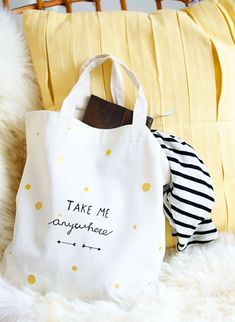 diy personalized tote bag get your translator Custom Canvas, Diy Canvas, Sacs Design, Diy Sac, Personalized Tote Bags, Diy Tote Bag, Fabric Bags, Cotton Bag, Cloth Bags