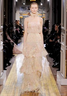 Valentino Spring/Summer 2011 haute couture collection is a sheer delight. As light as a gentle breeze, this collection features airy, gossamer dresses Couture Dresses, Bridal Dresses, Wedding Gowns, Valentino Couture, Valentino Bridal, Valentino Dress, Elegant Outfit, Couture Collection, Beautiful Gowns