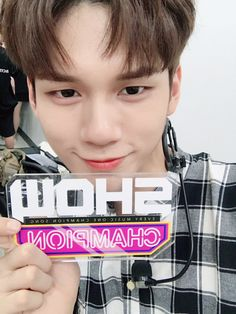 Seongwoo | WANNA ONE | ƒσłłσω: @AlienGabs51 σห тω¡ттεя