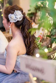大人可愛い花嫁ヘア♡「ポニーテール」の花嫁さんのヘッドドレス&ピアスの組み合わせ特集*にて紹介している画像