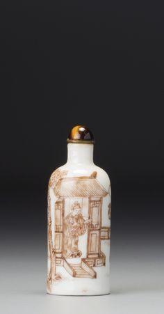 A Sepia-Decorated Porcelain 'Figure Scene' Snuff Bottle Qing Dynasty, 19th Century 5.2 cm., 2 1/8 in. 清十九世紀 醬彩通景「人物故事」圖鼻煙壺 5.2公分,2 1/8英寸