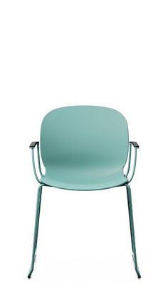 RBM Noor Sledgebase has a slim yet sturdy stance. It refines classic Scandinavian design by adding a stylistic twist. Bringing distinctive character to lively environments such as schools, universities and canteens, this elegantly robust chair can take a bit of a bashing while remaining as rock solid as ever. Click to see other colours and designs! #flokk #ScandinavianBusinessSeating