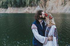 Andreea și Philippe. Nuntă tradițională la Curtea de Argeș Romanian Wedding, Rustic Bohemian Wedding, Floral Tie, Ukraine, Lgbt, Lifestyle, Couple Photos, Weddings, Folklore