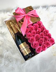 Large bow with champagne, roses, and chocolate. Send boxed flower gift with same day delivery in Miami, Coconat Grove, Coral Gables and Downtown Wine Gift Boxes, Wine Gift Baskets, Wine Gifts, Basket Gift, Flower Box Gift, Flower Boxes, Flowers In A Box, Gift Flowers, Sun Flowers
