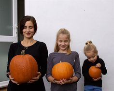 Mother Of Two Daughters Takes Adorable Photos Wearing Matching Clothes And Fooling Around Mother Daughter Photos, Mother Pictures, Mother And Child, Baby Pictures, Pretty Pictures, Baby Photos, Photography Pics, Autumn Photography, Human Photography
