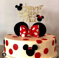Minnie Mouse cake topper with that can be personalized with any name and age. Bolo Da Minnie Mouse, Mickey Mouse Cake Topper, Mickey And Minnie Cake, Mickey Mouse Cupcakes, Mickey Cakes, Minnie Mouse Party, Cupcakes Kids, Mini Mouse Birthday Cake, Mini Mouse Cake