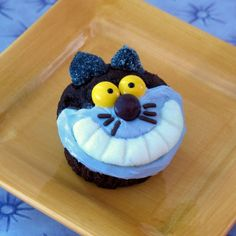 Cheshire Cat Cupcakes Except the fact that he came out blue but that is an easy fix this is super cute