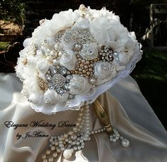HOLLYWOOD BROOCH BOUQUET Antique White Old by Elegantweddingdecor. To see the source оf this item click on the picture. Please also visit my Etsy shop LarisaBоutique: www.etsy.com/shop/LarisaBoutique Thanks!
