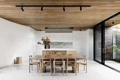 Modern And Minimalist Dining Room Design Ideas - Kitchen Design Ideas & Inspiration Wooden Ceiling Design, Wooden Ceilings, Timber Ceiling, Brick Courtyard, Courtyard House, Minimalist Dining Room, Modern Minimalist, Minimalist Living, Dining Room Design