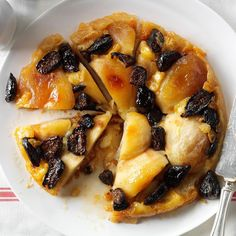 Figgy Apple Brie Tart Recipe -Our holiday gatherings often included baked brie. I transformed it into a dessert that's savory and sweet. It still makes a wonderful appetizer, too. Potluck Desserts, Thanksgiving Desserts Easy, Potluck Recipes, Dessert Recipes, Fruit Dessert, Fruit Snacks, Dessert Table, Rustic Tarts Recipe, Tart Recipes