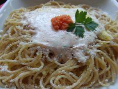 Spaghetti con salsa de huevas de salmón Ver receta: http://www.mis-recetas.org/recetas/show/74291-spaghetti-con-salsa-de-huevas-de-salmon