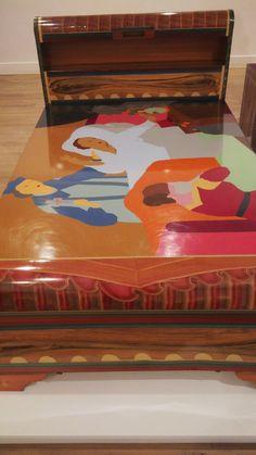 beatriz gonzales  _(Bucaramanga) losmuebles son pinturas ceñidas en todo al arte tradicional a traves de fotografias o de reproducciones de obras de arte .