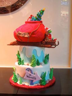 The Grinch Cake – Sleigh Filled with Presents Grinch Christmas Party, Grinch Party, Christmas Cake Pops, Christmas Desserts, Christmas Baking, Christmas Post, Christmas Themes, Merry Christmas, Grinch Cake