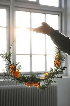 Minimalist Christmas, Natural Christmas, Christmas Mood, Noel Christmas, Scandinavian Christmas, Simple Christmas, Christmas Wreaths, Christmas Makeup, Christmas Crafts