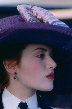Rose. Titanic boarding screen.