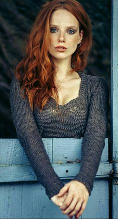 Discover tons of gorgeous redhead on Bonjour-la-Rousse I Love Redheads, Redheads Freckles, Hottest Redheads, Beautiful Freckles, Stunning Redhead, Pretty Redhead, Beautiful Red Hair, Red Headed League, Portrait Photos