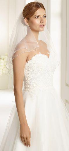 Delicate veil S108 from Bianco Evento #biancoevento #veil #weddingdress #weddingideas #bridetobe