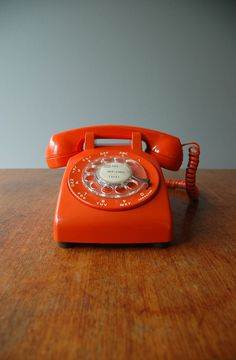 Stylish orange rotary telephone made in 1974 in good vintage condition with some minor scratches. Cord needs a thorough cleaning. Not tested, needs an
