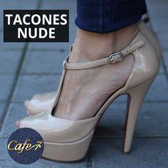 Tacones Nude para Emprendedoras: si eres de las que tiene reuniones todo el día, este atuendo te viene como anillo al dedo.  Una prenda superior op-art, un pantalón sastre en un tono neutro y sandalias nude. ¿Lista para hacer negocios?  #Nude #Tacones #Look #Outfit Platform, Heels, Fashion, Shoes Sandals, Pants, Lists To Make, Neutral Tones, Reunions, Outfit