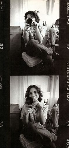 #PearlJam Eddie Vedder with his Bauer Super-8. Pearl Jam Fan Club show at The Moore Theatre. February 1995. http://twitpic.com/5cyji3