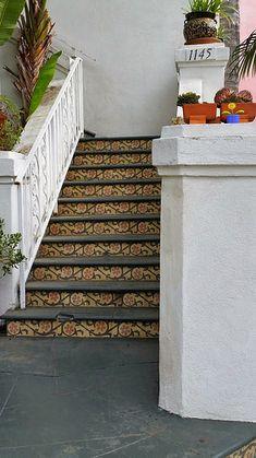 zig-zag or chevron pattern created using border tiles for these ... - Weie Fliesen Bordre