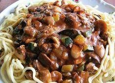 Mleté maso podušené s cuketou a houbami doměkka, servírované s těstovinami. No Salt Recipes, Pasta Recipes, Main Meals, Spaghetti, Stuffed Mushrooms, Good Food, Food And Drink, Low Carb, Beef