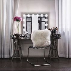 Wow! So. Stunning. Absolutely breathtaking vanity setup from @fashionista804