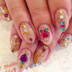 Deco sailor moon nails