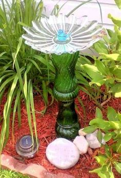 10 Easy DIY Bird Bath Projects Add flair to a bird-friendly landscape with 10 easy DIY bird bath projects using recycled, upcycled, and thrift store materials. Garden Whimsy, Mosaic Garden Art, Bird Bath, Garden Crafts, Mosaic Garden, Diy Bird Bath, Metal Garden Art, Garden Wall Art, Flea Market Gardening