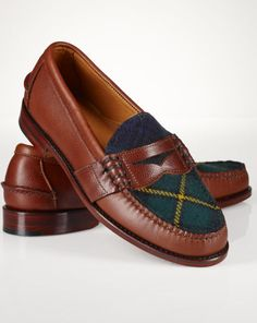 Ralph Lauren offers luxury and designer men's and women's clothing, kids' clothing, and baby clothes. Penny Loafers, Loafers Men, Loafer Shoes, Moda Preppy, Ralph Lauren Style, Polo Ralph Lauren Sale, Gentleman Shoes, Fashion Shoes, Mens Fashion