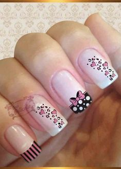 MERNUR hopes these 71 Most Eye-Catching Square Nails Art (Acrylic Nails, Matte Nails) for Summer that can help you out. Nail Design Glitter, Nail Design Spring, Trendy Nail Art, Stylish Nails, Acrylic Nail Designs, Nail Art Designs, Acrylic Nails, Nail Design Rosa, Cow Nails