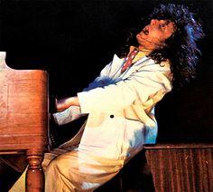 28 de marzo – El primer pianista del grupo Jethro Tull, John Evan hoy cumple años