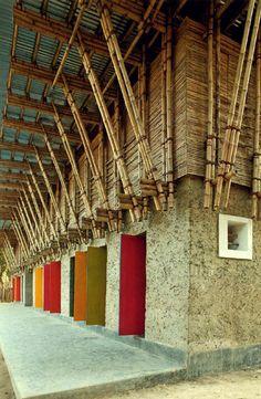 """""""Handmade"""" school in Bangladesh. Arkitects Anna Heringer (Austria) und Eike Roswag (Berlin)"""