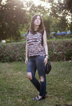 Rompe tus jeans y cambia de aires!!! Kiabi  Camisas, Zara  Jeans and Zara  Zapato plano