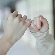 Read Capitulo 3 from the story Daddy Kink Couple Aesthetic, Character Aesthetic, White Aesthetic, Aesthetic Pictures, Couple Hands, Couple Stuff, Hand Photography, Hand Reference, Korean Couple
