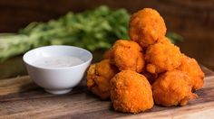 #YUM These Mac 'N' Cheeseballs are perfect for your next party! https://youtu.be/TMYLMMyBtQE