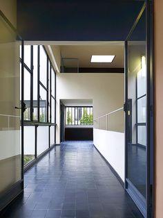 Brunner Sanina - Architect - Le Corbusier - Maison La Roche-Jeanneret - Paris - France - 1925 - photo by Cemal Emden Le Corbusier, Space Architecture, Beautiful Architecture, Architecture Details, Chandigarh, Bauhaus, Villa Savoye, Higher Design, Architectural Features