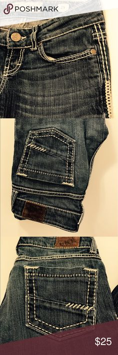 BKE CAPRIS CUTE BKE CAPRIS WITH PRETTY STITCHING DETAIL ON LEGS! Prestine condition barely any signs of wear at all. BKE Jeans Ankle & Cropped