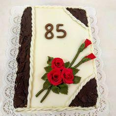 Kniha, dort pro ty co mají rádi klasický vzhled dortu. Vhodný pro Vaše maminky, babičky, tetičky, dcery a další, muže nevyjímaje. Dobře se krájí, každý se nají. www.cukrovi-kuncovi.cz