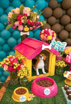 A Catarina comemorou seus dois anos em uma linda festinha de cachorrinhos. Além dos doce, teve também um menu temático do Addad Franco. Vem ver as fotos!