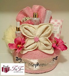 This beautiful, Spa Towel Cake is for the pi. This beautiful, Spa Towel Cake is for the pink lovers of the wo Teen Gift Baskets, Mothers Day Baskets, Raffle Baskets, Gifts For Teens, Gifts For Mom, Baby Gifts, Spa Gifts, Geek Gifts, Spa Cake