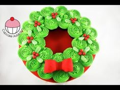 CHRISTMAS CUPCAKE CAKE! Pull-Apart Xmas Wreath Cake - A Cupcake Addictio...