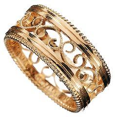 Kalevala Koru / Kalevala Jewelry / Filigraani-sormus / FILIGREE RING Material: 18 carat gold or white gold Jewelry Rings, Jewelery, Jewelry Accessories, Jewelry Design, Resin Jewelry, Jewelry Box, Filigree Ring, One Ring, Carat Gold