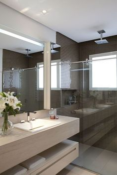 20 Shower Room Lighting Suggestions for every single Design Design Bad Inspiration, Bathroom Inspiration, Bathroom Toilets, Small Bathroom, Bathroom Pink, Modern Bathrooms, Home Interior Design, Interior Decorating, Modern Vanity